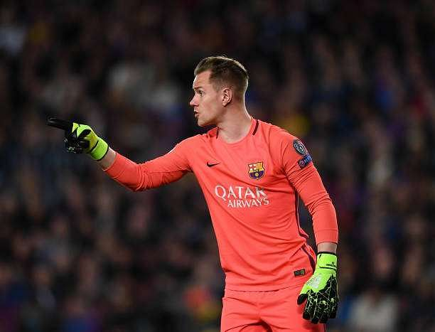 BARCELONA, SPAIN - MARCH 08:  Ter Stegen of Barcelona in action during the UEFA Champions League Round of 16 second leg match between FC Barcelona and Paris Saint-Germain at Camp Nou on March 8, 2017 in Barcelona, Spain.  (Photo by Laurence Griffiths/Getty Images)