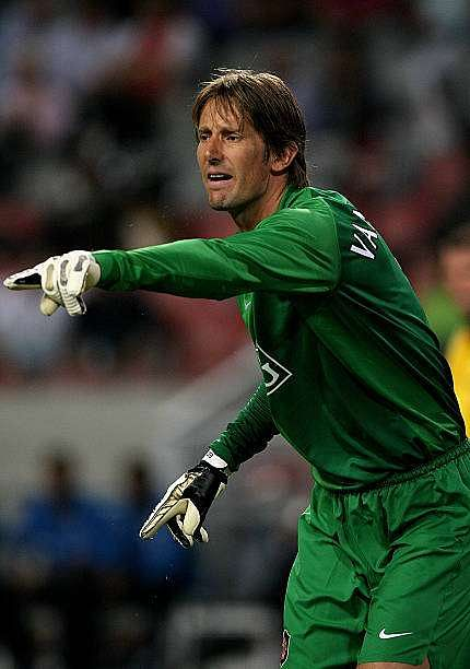 AMSTERDAM, HOLLAND -  AUGUST 5: Edwin Van Der Sar of Manchester United during the LG Amsterdam Tournament friendly match between Ajax and Manchester United at The  Amsterdam Arena  on August 5, 2006 in Amsterdam, Holland.  (Photo by Clive Brunskill/Getty Images)