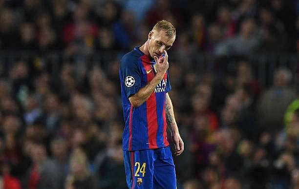 BARCELONA, SPAIN - OCTOBER 19: Jeremy Mathieu of Barcelona walks off after being sent off during the UEFA Champions League group C match between FC Barcelona and Manchester City FC at Camp Nou on October 19, 2016 in Barcelona, Spain.  (Photo by Shaun Botterill/Getty Images)