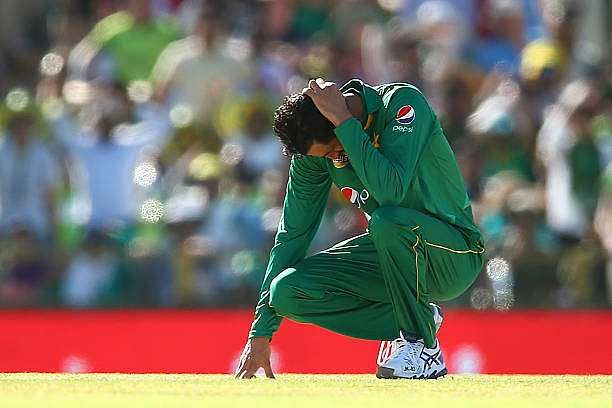 PERTH, AUSTRALIA - JANUARY 19:  Junaid Khan of Pakistan reacts after Mohammad Nawaz dropped a catch from Peter Handscomb of Australia during game three of the One Day International series between Australia and Pakistan at WACA on January 19, 2017 in Perth, Australia.  (Photo by Paul Kane/Getty Images)