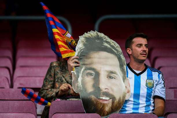 BARCELONA, SPAIN - MAY 21:  A FC Barcelona supporter holds a paper mask of FC Barcelona