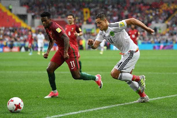 MOSCOW, RUSSIA - JULY 02: Javier Hernandez of Mexico attempts to get past Nelson Semedo of Portugal during the FIFA Confederations Cup Russia 2017  Play-Off for Third Place between Portugal and Mexico at Spartak Stadium on July 2, 2017 in Moscow, Russia.  (Photo by Laurence Griffiths/Getty Images)