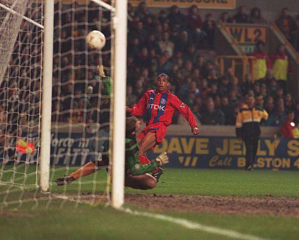 22 MAR 1995:  CHRIS ARMSTRONG OF PALACE PUTS THE BALL PAST MICK STOCKWELL OF WOLVERHAMPTON TO SCORE HIS SECOND GOAL DURING THEIR FA CUP QUARTER-FINAL REPLAY BETWEEN WOLVERHAMPTON WANDERERS AND CRYSTAL PALACE PLAYED AT MOLINEUX STADIUM. THE MATCH ENDED INA 4-1 VICTORY FOR CRYSTAL PALACE. Mandatory Credit: Gary Prior/ALLSPORT