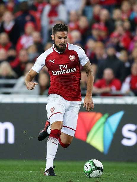 SYDNEY, AUSTRALIA - JULY 15:  Olivier Giroud of Arsenal controls the ball during the match between the Western Sydney Wanderers and Arsenal FC at ANZ Stadium on July 15, 2017 in Sydney, Australia.  (Photo by Matt King/Getty Images)